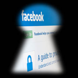 Facebook-Privacy-Keyhole